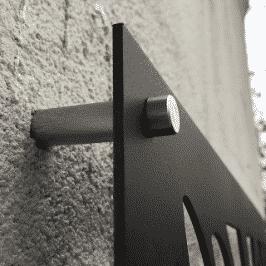 Design Panel Befestigung an grauer Wand
