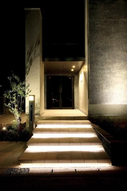 Eingang beleuchtet